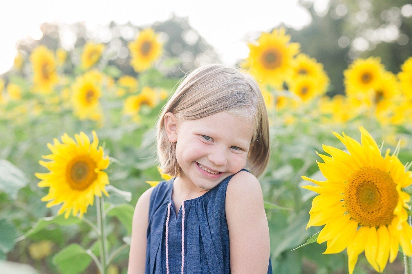 sunflowerfieldpicturesclearmeadowfarmportraitssunflowerfieldfamilyphotos-13