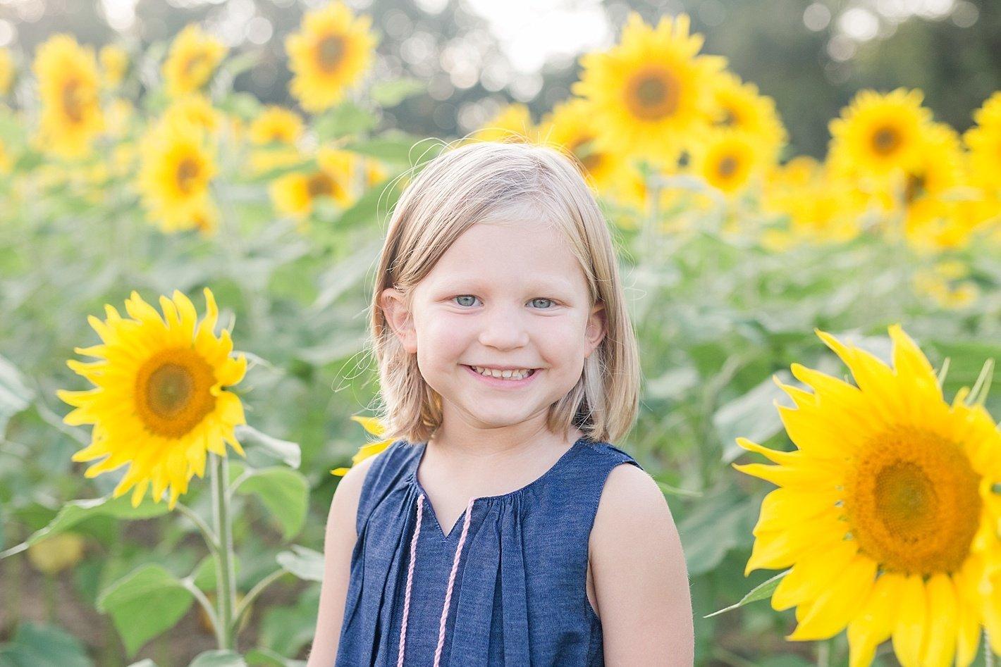 sunflowerfieldpicturesclearmeadowfarmportraitssunflowerfieldfamilyphotos-14