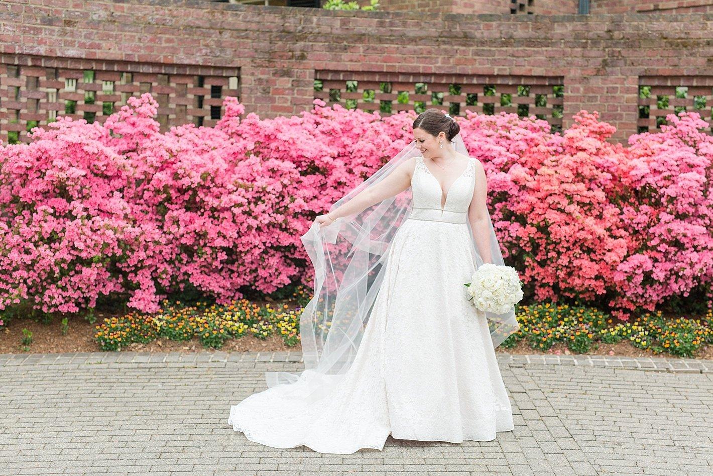 bridal portrait la jeune mariée bridal gown wedding dress
